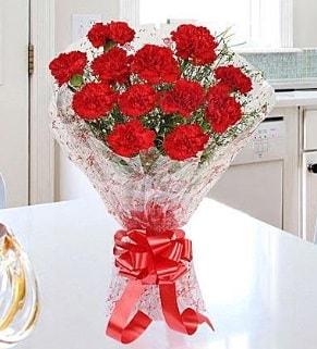 12 adet kırmızı karanfil buketi  Gaziantep uluslararası çiçek gönderme